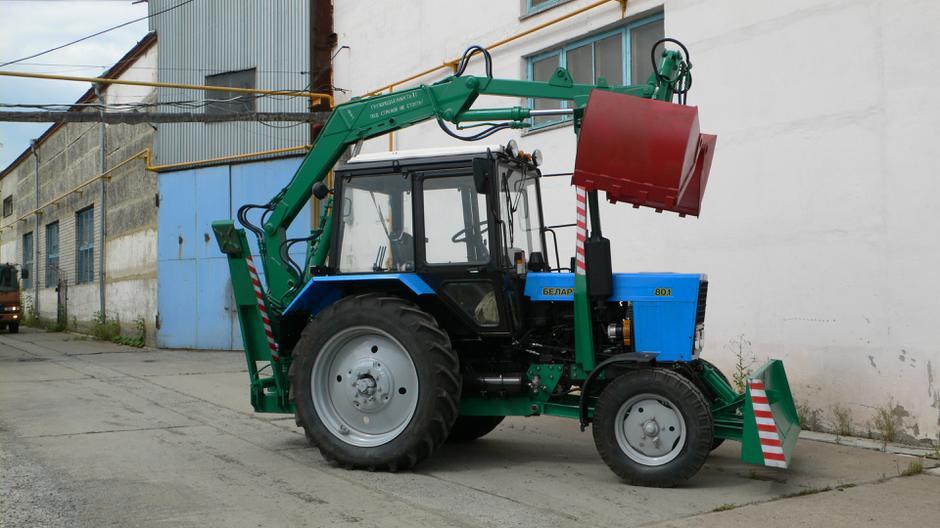 фотография грейферного погрузчика на базе трактора